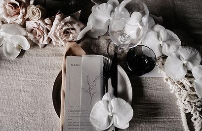 luxe white wedding table ideas
