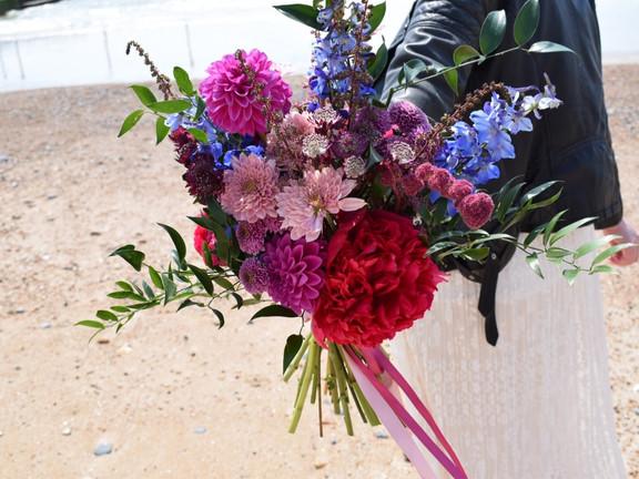 bright, peony, pink bouqet, bridal bouquet, wedding flowers, wild flowers, loose bouquet, beach wedding, arty wedding inspiration