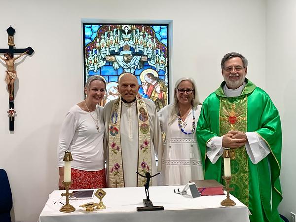 Fr.Ron-Fr.Jordi-Lourdes-Maria.heic