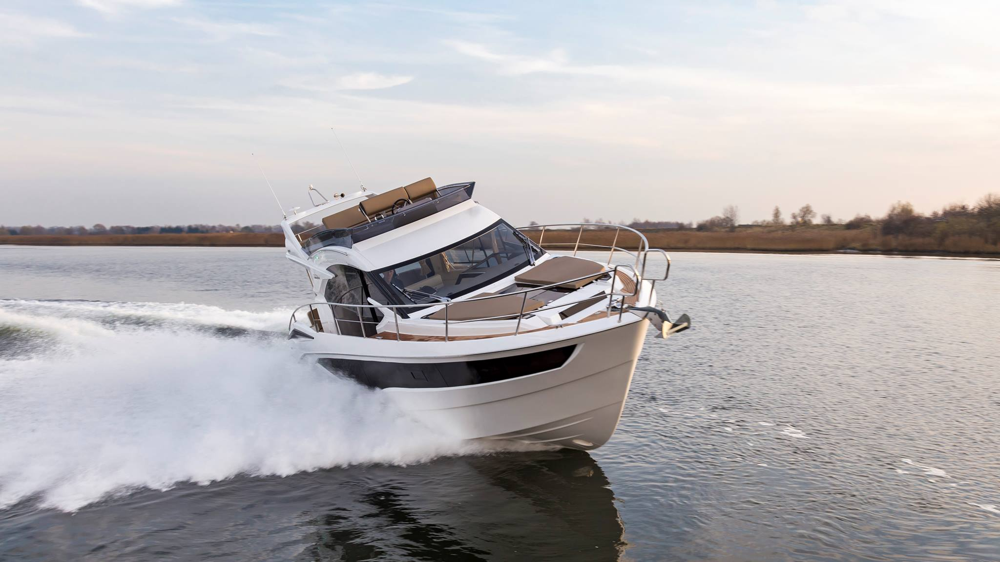 Galeon 360 fly exteriors