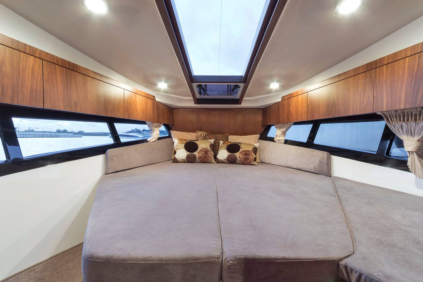 Galeon 300 Fly interiors
