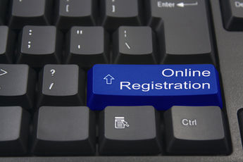 keyboard button with word online registr