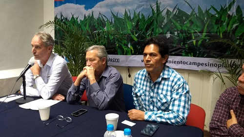 SPI's Timothy A. Wise joins Alberto Arroyo and farm leader Gerónimo Jacobo September 4 in Mexico City to brief Plan de Ayala Siglo XXI leaders on NAFTA.