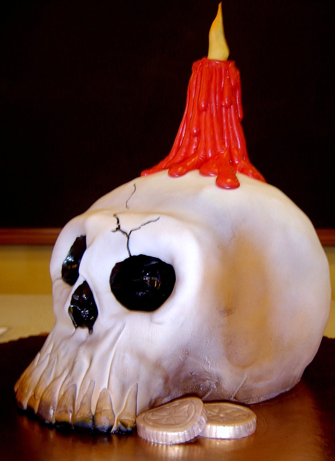 sculpted skull cake