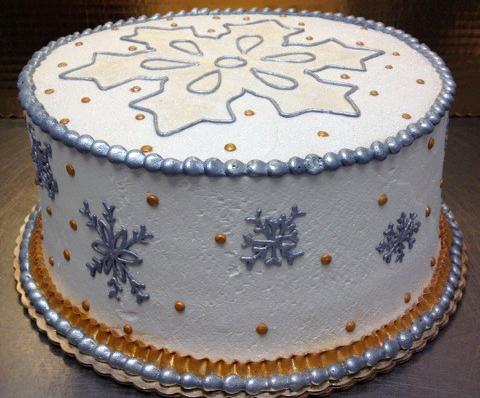 white snowflake cake