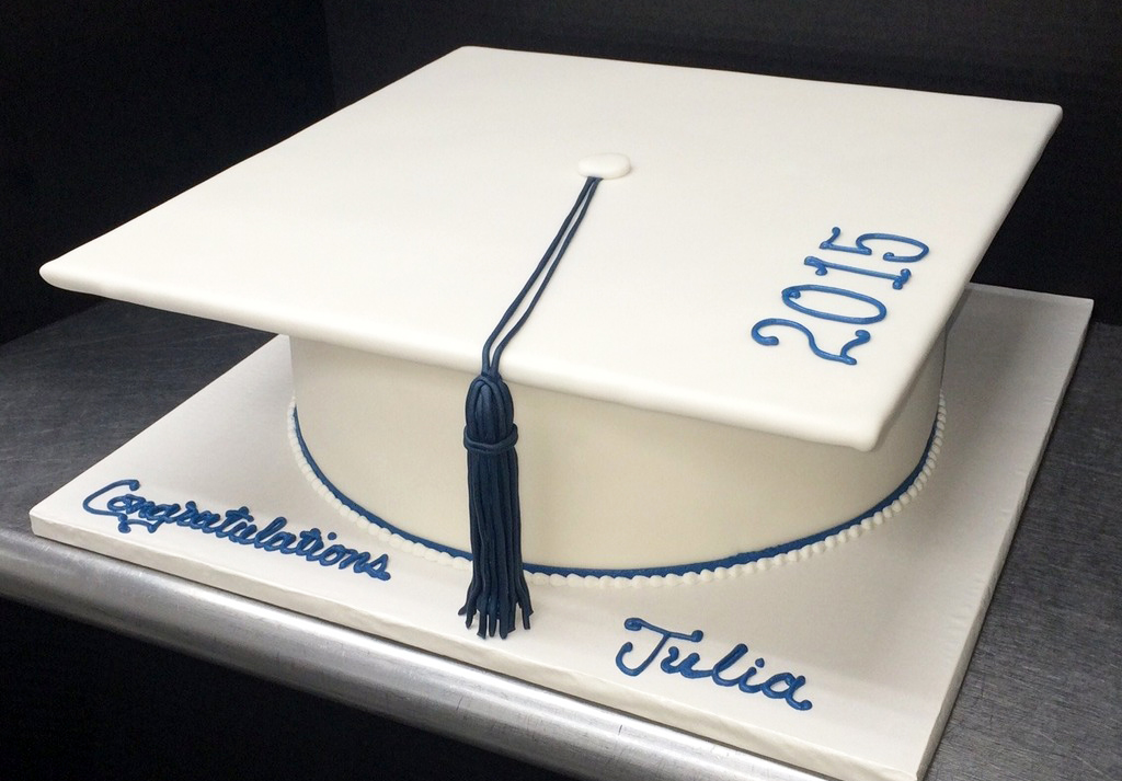 Graduation Sculpted Cap II Cake