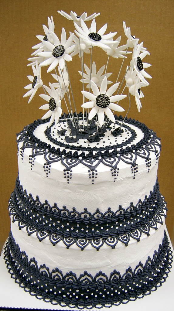 Black and White Daisy Wedding Cake