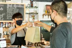 Como melhorar a relação entre funcionários e clientes do seu estabelecimento