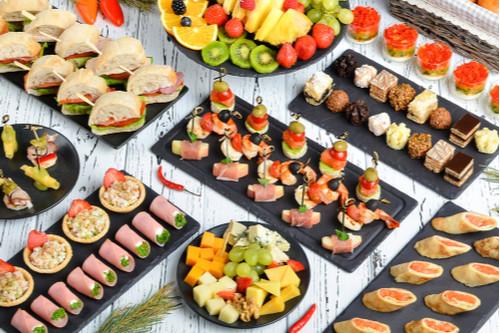Mesa de aperitivos para festas- finger food