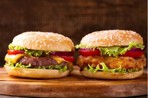 hambúrguer de carne de boi e de frango