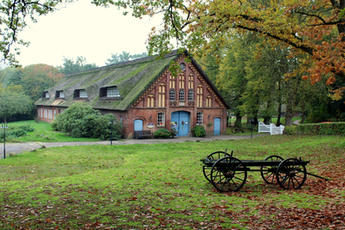 farmhouse-2853047_1920.jpg