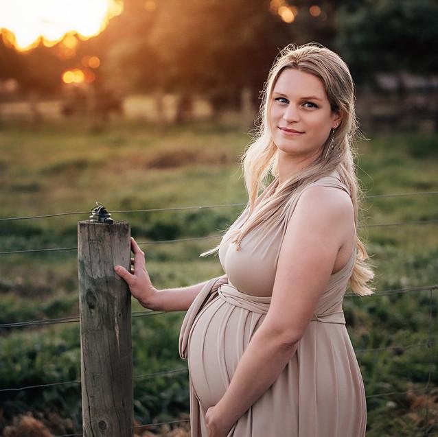 Sunset-Maternity-Session_edited.jpg