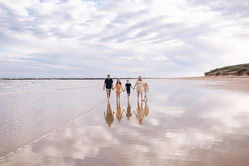 Family-Beach-Reflection-Sea.png