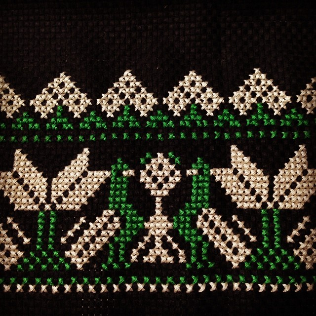 Instagram - とりさんクロスステッチ、ブラックバージョンできた。 #embroidery  #handmade  #needlework  #xsti