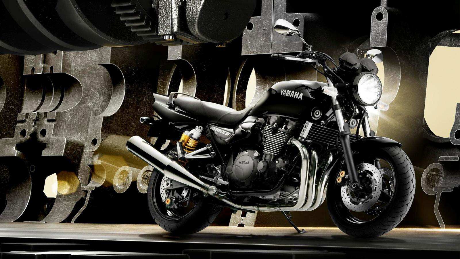 2013-Yamaha-XJR1300a