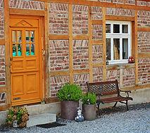 Murowany drzwi z drewna