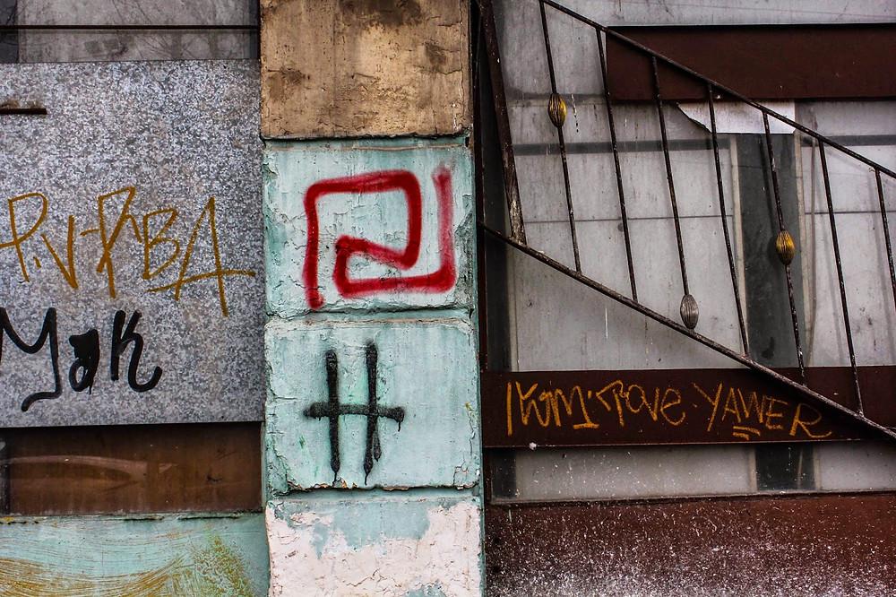Amanecer Dorado grafiti.jpg