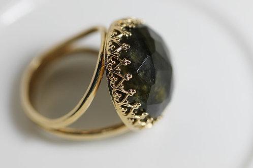 Круглое позолоченное кольцо с лабрадоритом