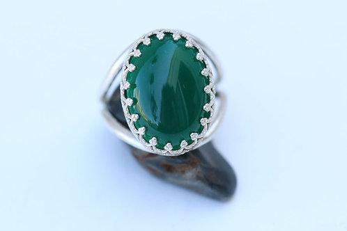Овальное серебряное кольцо с зеленым агатом
