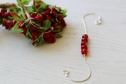 Серебряный браслет с красными агатами