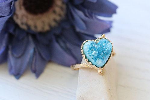 Позолоченное колечко-сердечко с голубыми друзами кварца