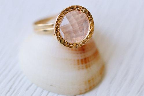 Кольцо из голдфилда с розовым кварцем