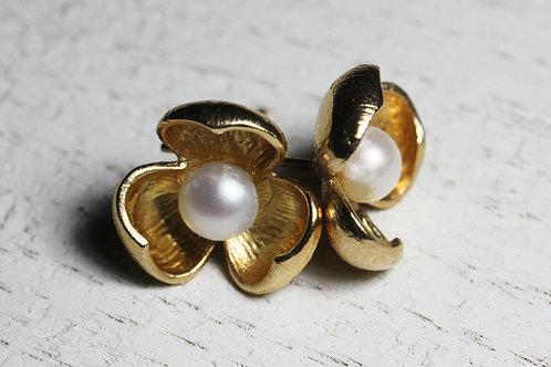 Серьги-цветочки с белым жемчугом