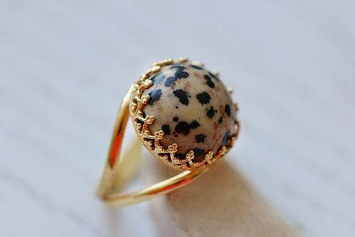 Круглое позолоченное кольцо с далматином