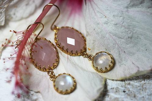 Позолоченные серьги с розовым кварцем и лунным камнем