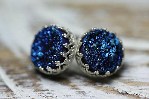 Серебряные серьги-гвоздики с синими друзами кварца