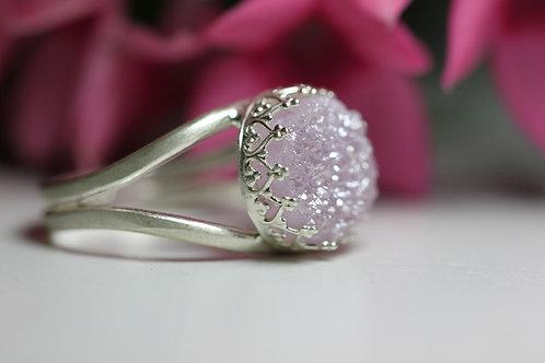 Круглое серебряное кольцо с лиловыми друзами кварца (маленькое)