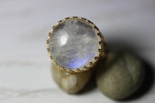 Позолоченное круглое кольцо с лунным камнем