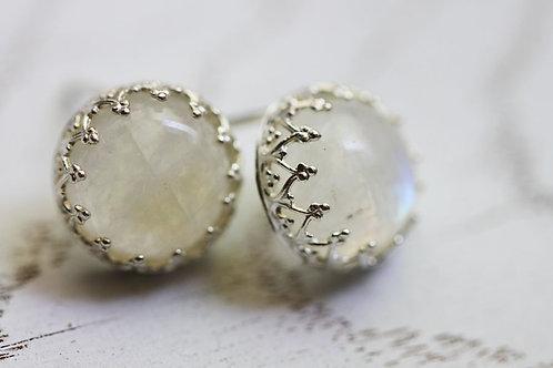 Серебряные серьги-гвоздики с лунным камнем
