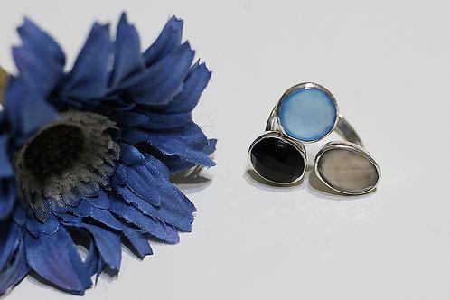 Тройное серебряное кольцо с ониксом, халцедоном и серым кварцем