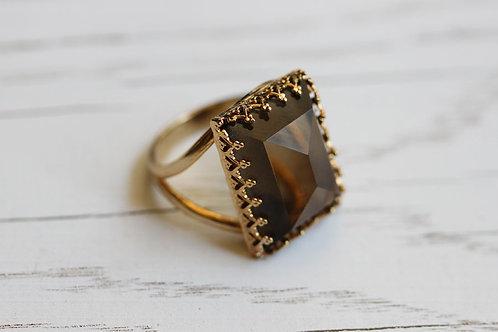 Позолоченное прямоугольное кольцо с дымчатым кварцем