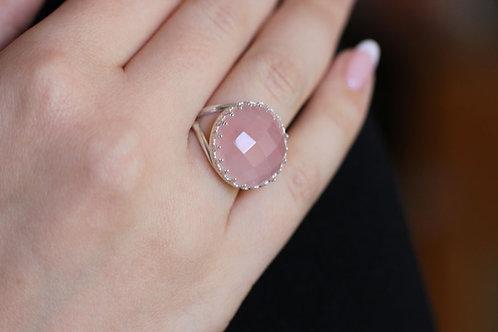 Серебряное круглое кольцо с розовым кварцем