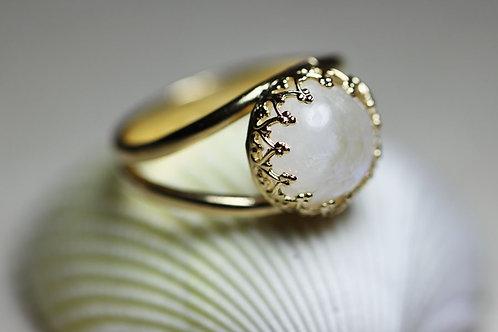 Позолоченное круглое кольцо с лунным камнем (маленькое)