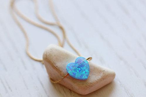 Кулон-сердечко из голубого опала на цепочке
