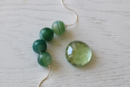 Серебряный браслет с зелеными агатами
