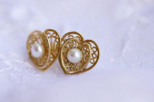 Серьги-сердечки с белым жемчугом