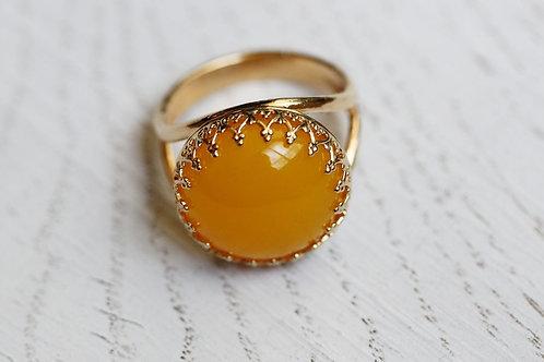 Позолоченное круглое кольцо с желтым агатом