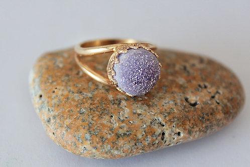 Круглое позолоченное кольцо с фиолетовыми друзами кварца