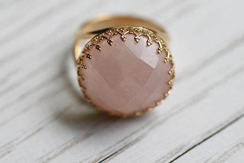 Позолоченное круглое кольцо с розовым кварцем