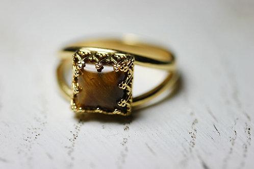Квадратное позолоченное кольцо с тигровым глазом