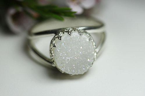 Круглое серебряное кольцо с белыми друзами кварца (маленькое)