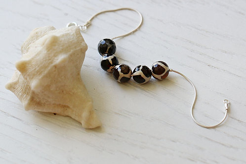 Серебряный браслет с черно-белыми агатами