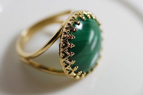 Позолоченное круглое кольцо с малахитом