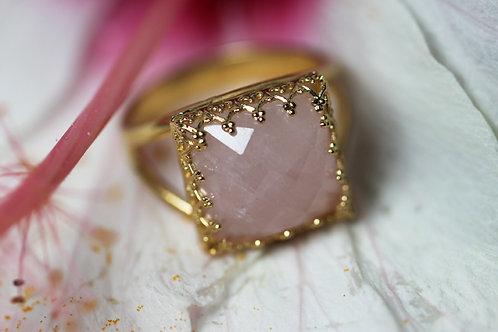 Позолоченное квадратное кольцо с розовым кварцем