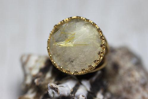 Позолоченное круглое кольцо с рутиловым кварцем