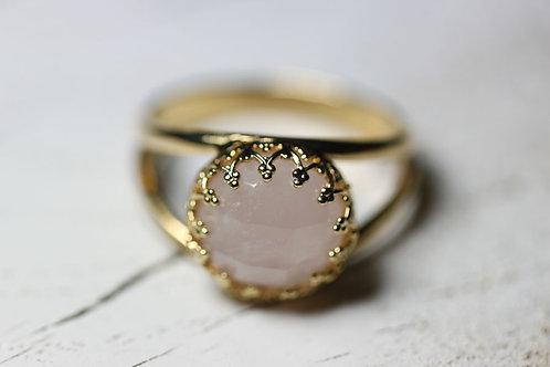 Позолоченное круглое кольцо с розовым кварцем (маленькое)